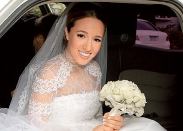 Καλομοίρα: Γιορτάζει 6 χρόνια γάμου και μας δείχνει το… έξυπνο  νυφικό της! | tlife.gr