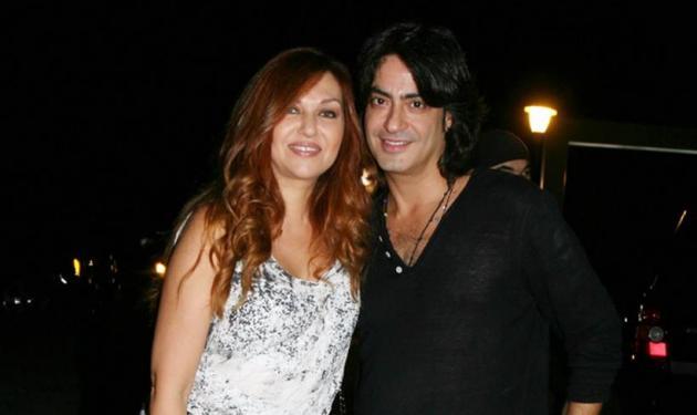 Καίτη Γαρμπή: Το τρυφερό φιλί στον άντρα της για την επέτειό τους!   tlife.gr