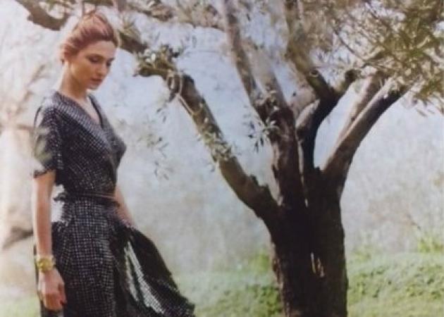 Ζιλί Γκαγιέ: Ινκόγκνιτο στην Αίγινα η αγαπημένη του Ολάντ! [pics] | tlife.gr