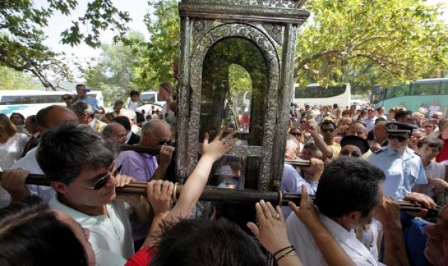 Εξορκισμός την ώρα της λιτανείας του Αγίου Γερασίμου στην Κεφαλονιά | tlife.gr