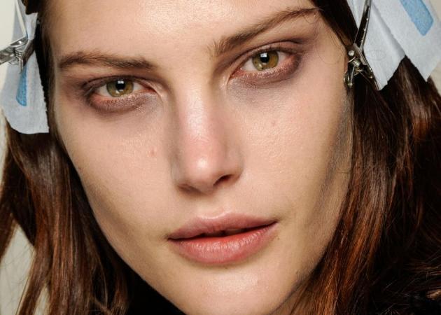 Έχεις κουραστεί να ξεβάφεσαι και το επόμενο πρωί να έχεις μουντζουρωμένα μάτια; Έχουμε το τέλειο προϊόν ντεμακιγιάζ! | tlife.gr