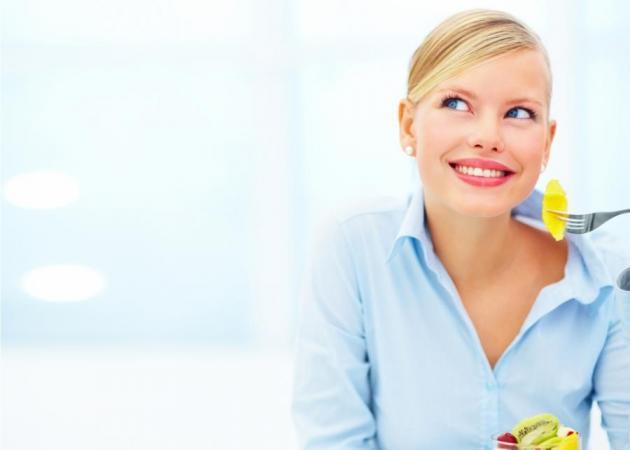 5 tips για να μην τρως περιττές θερμίδες όταν είσαι στη δουλειά