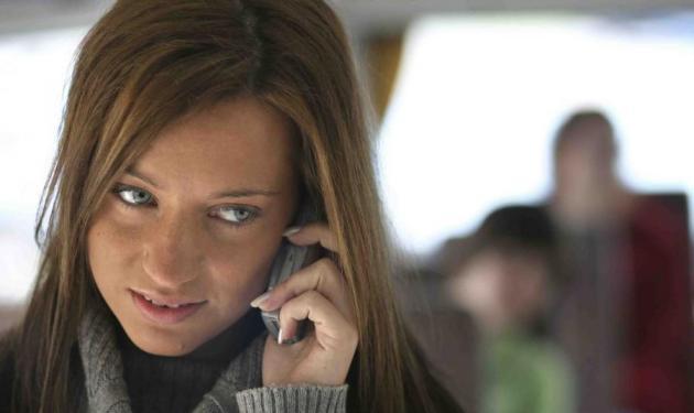 Την τσάκωσε να τον απατά από το λογαριασμό του κινητού της! | tlife.gr