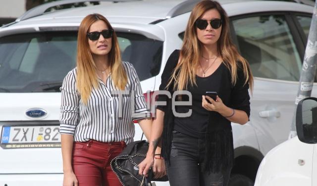 Αχώριστες οι αδελφές Φαρμάκη! Η Όλγα και η Γωγώ κάνουν βόλτα στη Γλυφάδα   tlife.gr