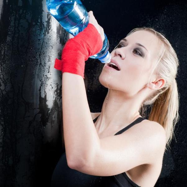 Πόσο νερό πρέπει να πίνεις όταν γυμνάζεσαι; | tlife.gr