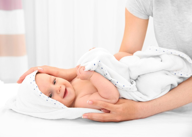 """a6efa7a09a6 Νεογέννητο: 5+1 συμβουλές της """"γιαγιάς"""" για τις πρώτες ημέρες στο σπίτι με  το μωρό"""