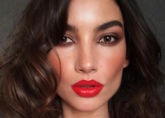 Ιδέα για το μακιγιάζ του Πρωτοχρονιάτικου ρεβεγιόν: καν'το όπως η Lily Aldridge! | tlife.gr