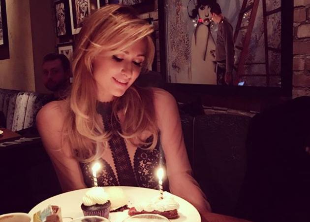 Paris Hilton: Γιόρτασε τα γενέθλιά της μέσα σε lear jet! Φωτογραφία