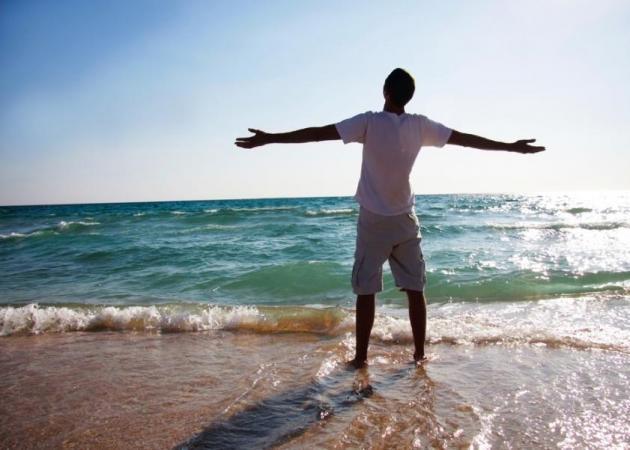 «Θέλω να πάω διακοπές μόνος!» Ένας άνδρας σου δίνει 7 λόγους για να πειστείς ότι είναι για καλό… | tlife.gr