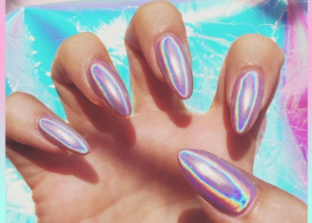 Holographic Nails: το μεγαλύτερο nail trend που παίζει στο instagram ΤΩΡΑ! | tlife.gr
