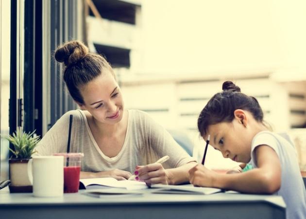 Άνοιξη και σχολείο: Πώς να κάνεις το διάβασμα διασκεδαστικό για τα παιδιά σου | tlife.gr