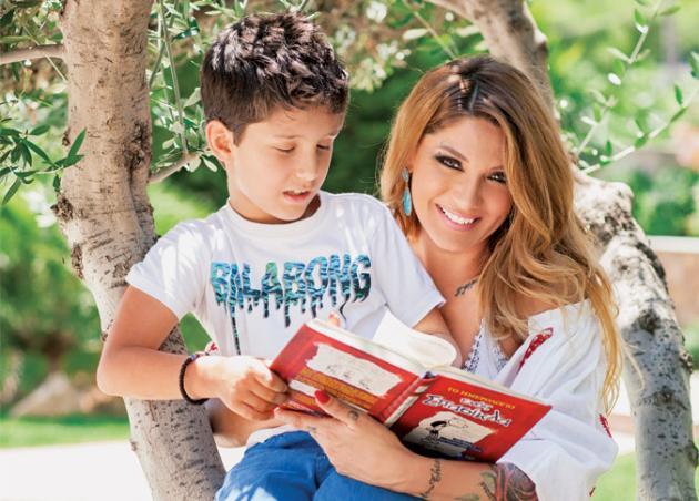 Αγγελική Ηλιάδη: Καμάρωσε τον γιο της στην παρέλαση! [pic]