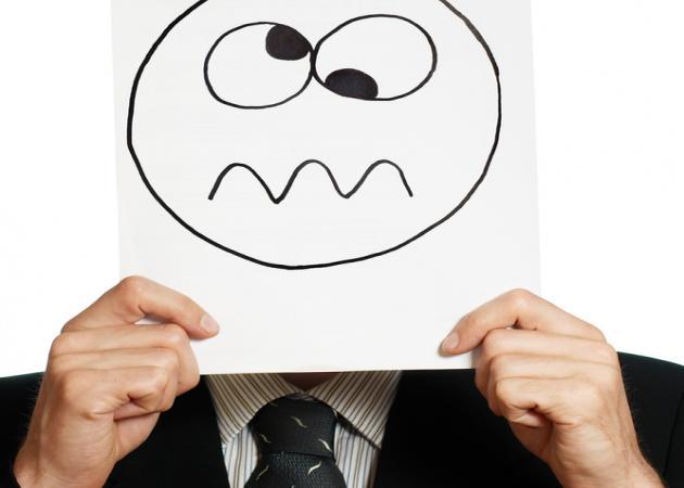 Ένας άντρας αναρωτιέται: Βρε μήπως είμαστε όλοι τρελοί;