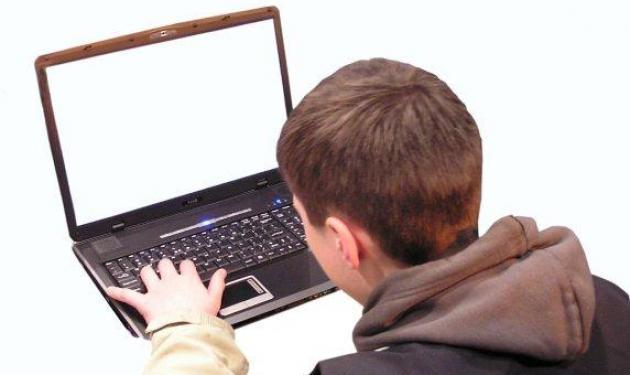 Μάστιγα η εξάρτηση των νέων από το internet! Διάβασε απίστευτα περιστατικά | tlife.gr