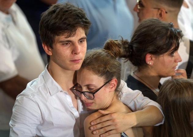 Κλαίει όλη η Ιταλία – Κατευόδιο σ' εκείνους που χάθηκαν στα ερείπια   tlife.gr