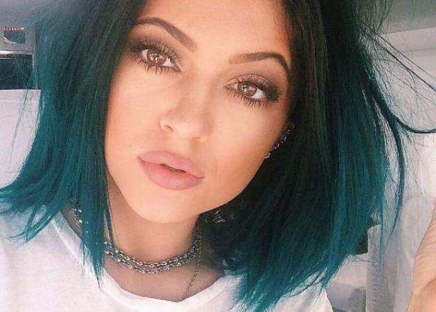 Η Kylie Jenner έκανε ξανά τάση τα μολύβια χειλιών! Και αυτά είναι τα best of μας! | tlife.gr