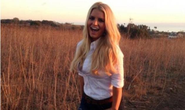 Jessica Simpson: Επιδεικνύει τη σιλουέτα της 4 μήνες μετά τη γέννηση του γιου της!