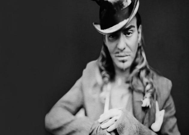 O John Galliano αποκαλύπτεται! | tlife.gr