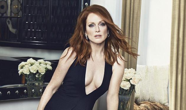 Julianne Moore: Εκθαμβωτική και σέξι στα 53!