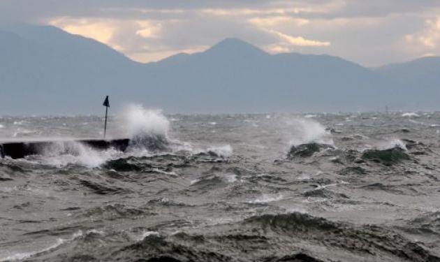 Ισχυροί άνεμοι και βροχές – Δεμένα τα πλοία στα λιμάνια! | tlife.gr