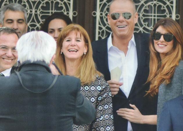 Τζώνη Καλημέρης: Στο γάμο της αδελφής του με την σύντροφό του Ανθή Σαλαγκούδη! | tlife.gr