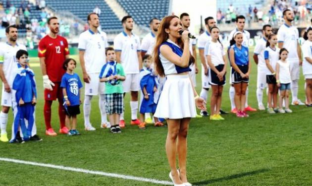 Καλομοίρα: Τραγούδησε τον εθνική ύμνο της Ελλάδας στο γήπεδο! Video | tlife.gr