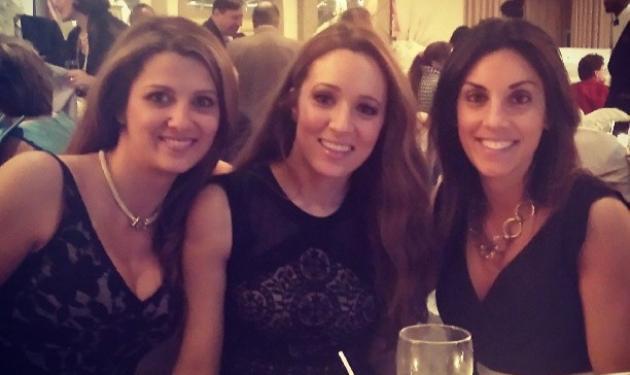 Καλομοίρα: Καλεσμένη σε γάμο με τις ξαδέλφες της! | tlife.gr