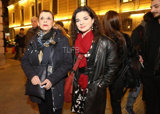 Μαρία Κανελλοπούλου: Στη συγκέντρωση διαμαρτυρία έξω από το Εθνικό Θέατρο | tlife.gr