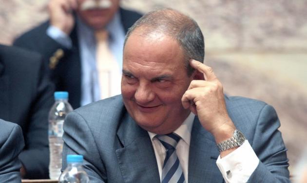 Με νέο look στη βουλή ο Κώστας Καραμανλής | tlife.gr