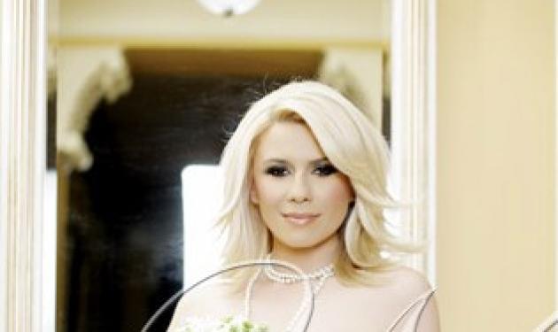 Νύφη η Κατερίνα Καραβάτου! | tlife.gr