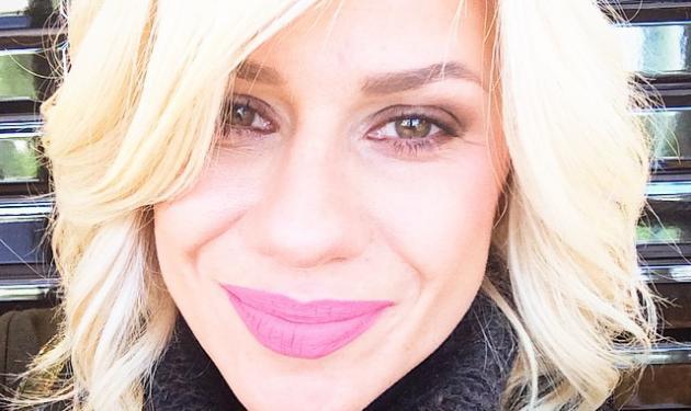Ποιον γνωστό ηθοποιό συνάντησε στο κομμωτήριο η Κατερίνα Καραβάτου;   tlife.gr