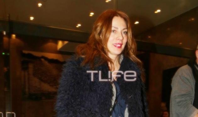 Σμαράγδα Καρύδη: Σε θεατρική πρεμιέρα με casual εμφάνιση! Φωτογραφίες | tlife.gr