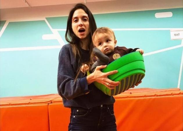 Σοφία Καρβέλα: Έσβησε τα κεράκια των γενεθλίων της με τους δυο γιους της αγκαλιά!