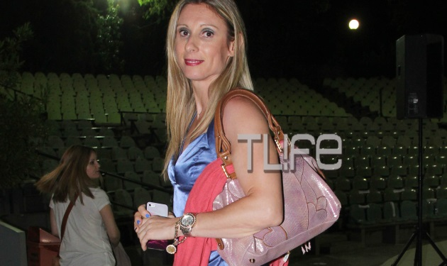 Κατερίνα Θάνου: Σπάνια δημόσια εμφάνιση χωρίς τον σύζυγό της, Αλέξανδρο Παρθένη!   tlife.gr