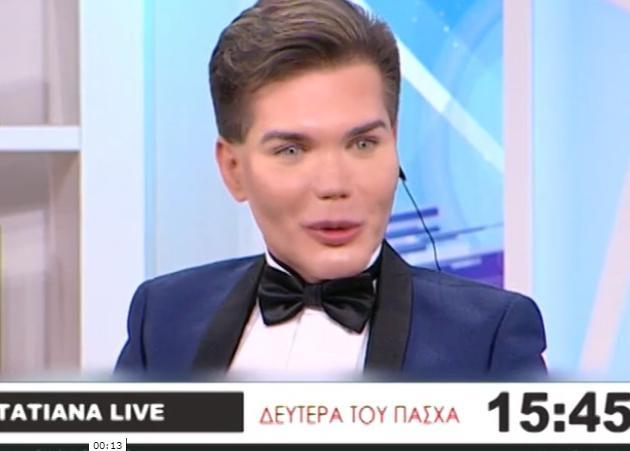 O άντρας που έκανε 42 πλαστικές για να μοιάσει στην κούκλα ΚΕΝ, στο στούντιο της Τατιάνας Στεφανίδου! Βίντεο