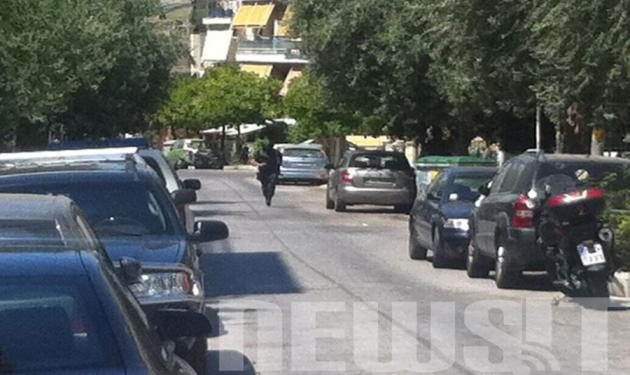 On camera η επιχείρηση των ΕΚΑΜ και οι συλλήψεις των ληστών των ΕΛΤΑ Κερατσινίου! | tlife.gr