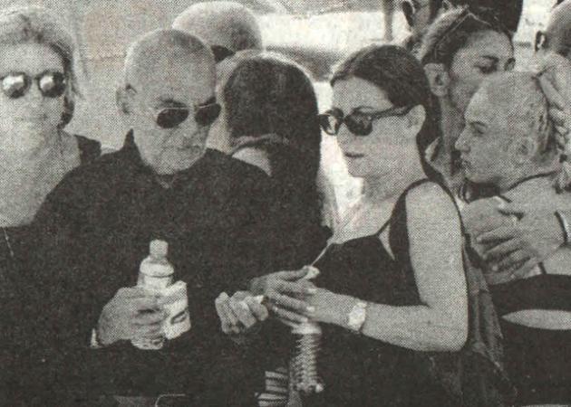 Σπαραγμός στην κηδεία της ηθοποιού Έφης Οικονόμου – Σε κλίμα συγκίνησης το τελευταίο αντίο | tlife.gr