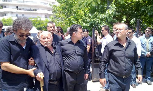 Βαρύ το κλίμα στη κηδεία του αδικοχαμένου υπασπιστή | tlife.gr