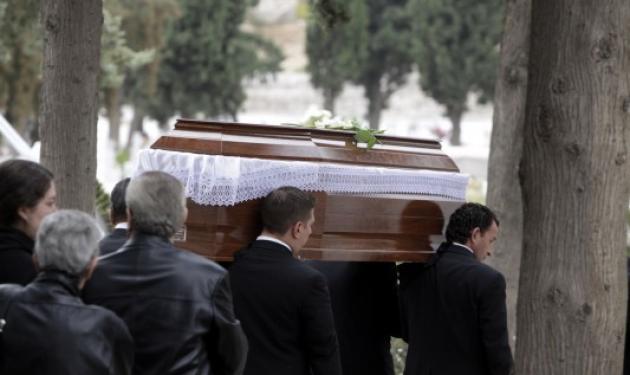 Σοκ σε κηδεία στην Κρήτη! Όταν οι συγγενείς άνοιξαν το φέρετρο…