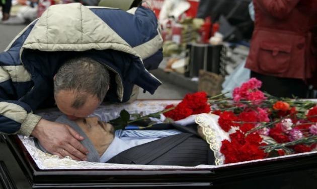 Η Ουκρανία αποχαιρετά τα «παιδιά» της! Συγκλονιστικές φωτογραφίες! | tlife.gr