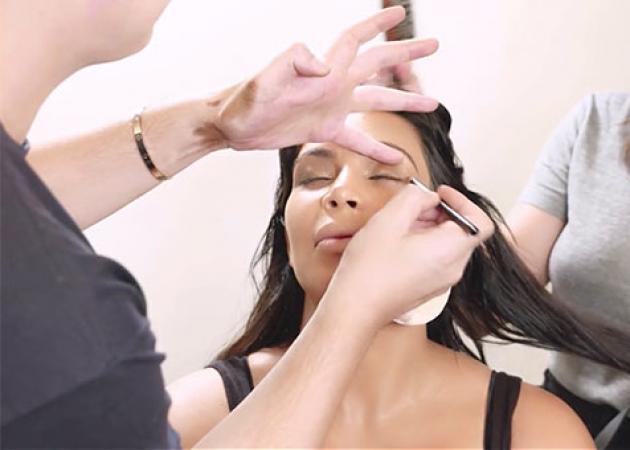 Το μεγαλύτερο λάθος που κάνουμε όταν βάζουμε μολύβι ματιών (σύμφωνα με τον make up artist της Kim Kardashian)!