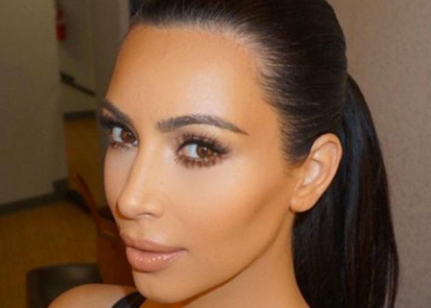 Πώς ξεβάφεται η Kim Kardashian! | tlife.gr