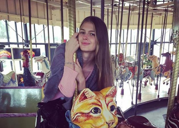 Αμαλία Κωστοπούλου: Βόλτα με το γαϊδουράκι στη Σαντορίνη! Φωτογραφία