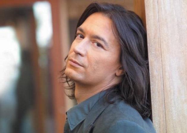 Γιάννης Κότσιρας: Η ταλαντούχα μουσικός που θα τον πλαισιώσει το καλοκαίρι