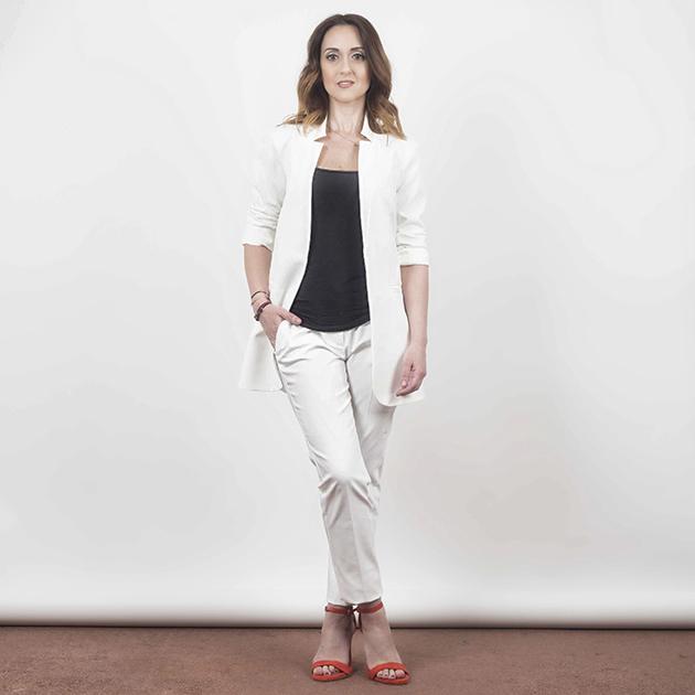 4 | To λευκό κουστούμι