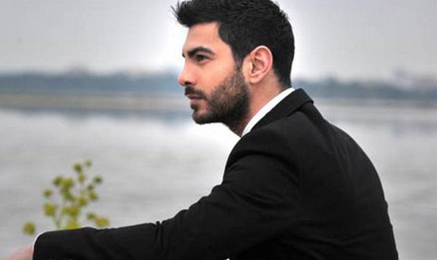 Ξεσπά ο Σταύρος Κωνσταντίνου για όσους τον «κράζουν» επειδή τραγούδησε τον Εθνικό Ύμνο | tlife.gr