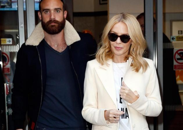 Kylie Minogue: Στην Ελλάδα με τον νεαρό σύντροφό της! Δες photo   tlife.gr