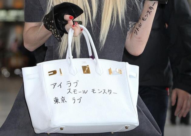 Τι γράφει η Hermes της Lady Gaga; | tlife.gr