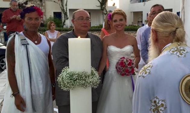 Λάκης Γαβαλάς: Έγινε κουμπάρος φορώντας ένα… λευκό χιτώνα! | tlife.gr