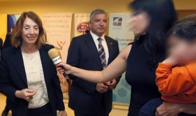 Η συγκινητική στιγμή που Ελληνίδα δημοσιογράφος έκανε ρεπορτάζ με το παιδί της στην αγκαλιά! | tlife.gr